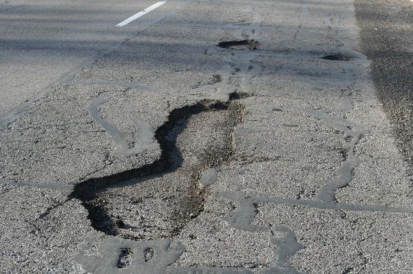Prima despăgubire acordată pentru că o stradă din sectorul 5 a fost prost asfaltată