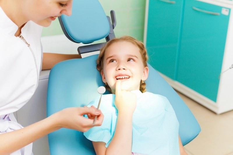 S-a aprobat Proiectul Consultaţii stomatologice şi aplicare de aparate ortodontice pentru elevii din Municipiul Bucureşti. VEZI cum poate beneficia copilul tău