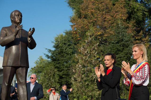 9 milioane de euro pe statui