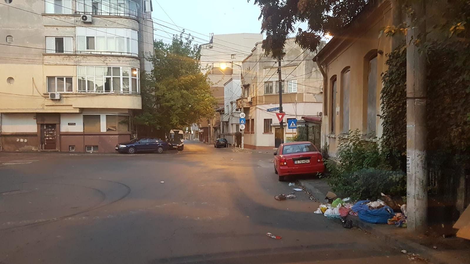 Sectorul 3 al Capitalei, condus de edilul Robert Negoitã, este sub asaltul gunoaielor. 8